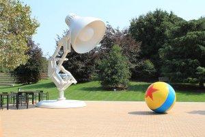 Câu Chuyện Thương Hiệu: Linh Vật Của Pixar - Cây Đèn Bàn Luxo Jr